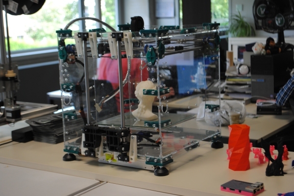 the prototype of the new 3d printer by Velleman